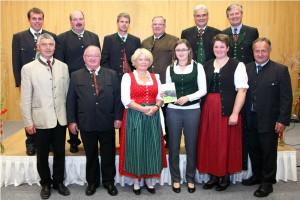 Der Vorstand des Naturpark Attersee-Traunsee mit Geschäftsführerin DI Sandra Gattermaier (vorne, 3.v.r) - Copyright: www.salzi.at